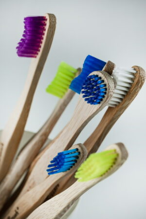 tandenborstels en tongreinigers uit bamboe van the humble co